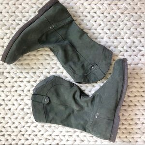 Emu gray suede boots